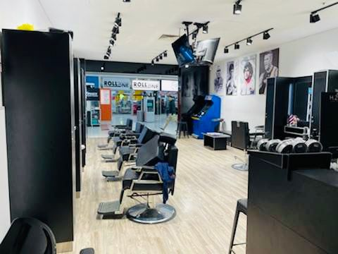 EXCELLENT BARBER SHOP IN BUSY SHOPPING CENTER