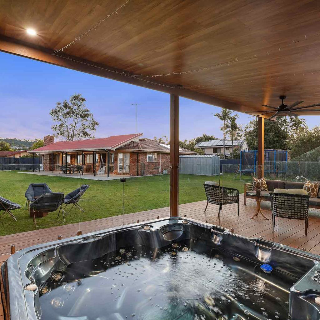 SIDE ACCESS, RESORT STYLE POOL & BEAUTIFUL HOME ON A HUGE 1366m2 BLOCK – WHAT MORE COULD YOU WANT?