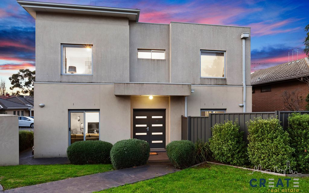 AMAZING STREET FRONTAGE THREE BEDROOM FREE-STANDING TOWN RESIDENCE