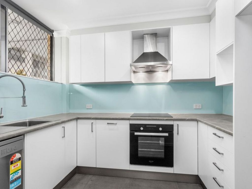 Renovated Two Bedroom Apartment close to Amenities