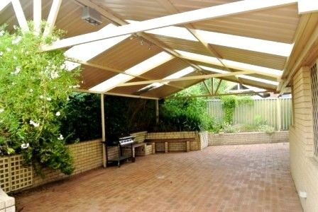 3 X 1 UNFURNISHED REAR VILLA, LARGE PRIVATE COURTYARD IN GREAT COMO LOCATION!
