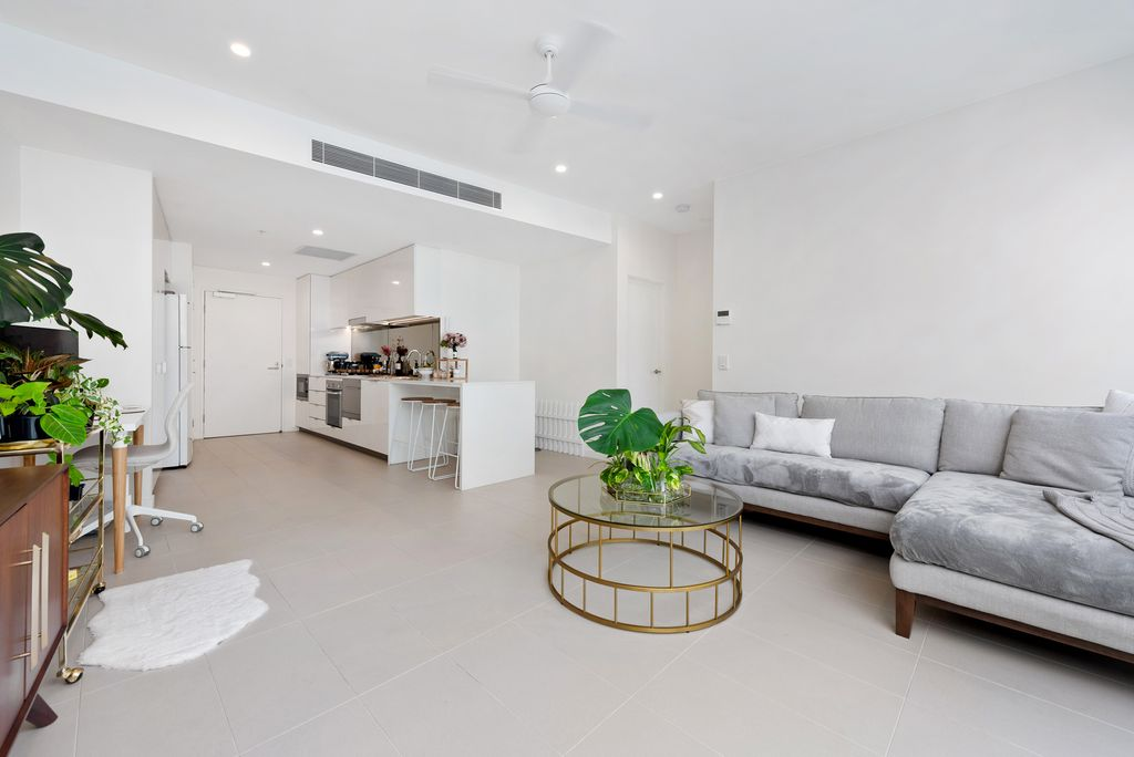 Fresh, bright and airy retreat in pumping Newstead