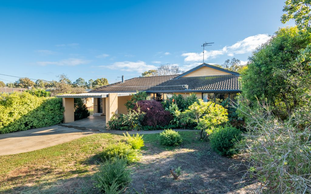 Large family home on 1078m2 Block!