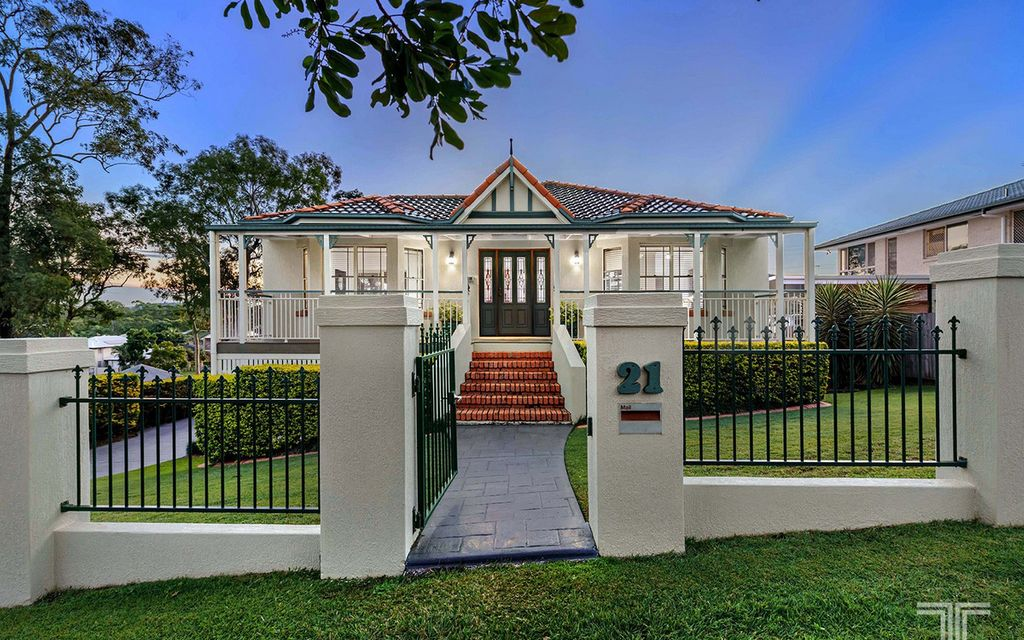 Parkside Paradise in an Exclusive Carindale Street