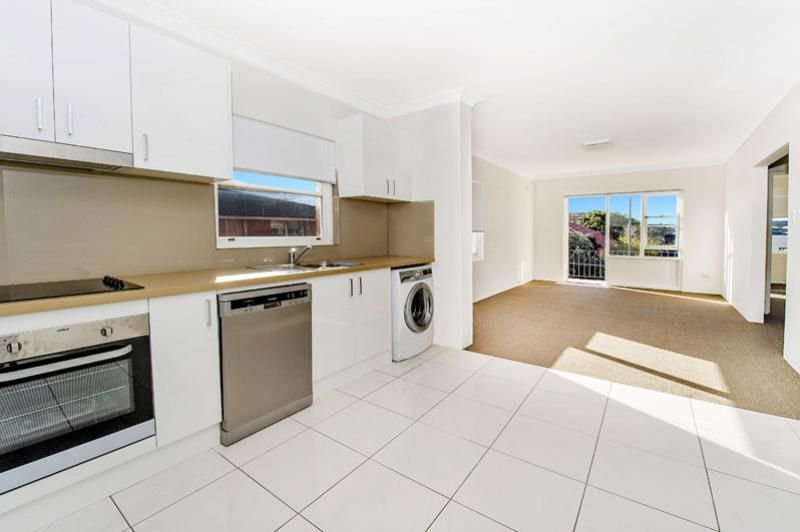 BEAUTIFULLY TASTEFULLY MODERN 2 BEDROOM PLUS STUDY APARTMENT IN BOUTIQUE BLOCK
