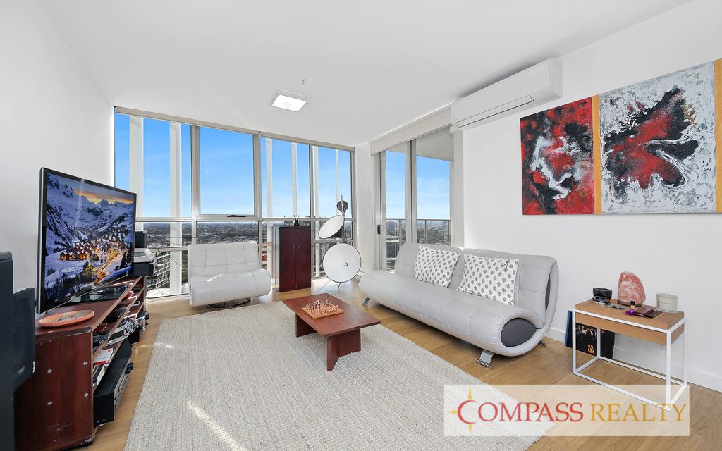 Compass Realty – Luxury Apartment with Panoramic Views