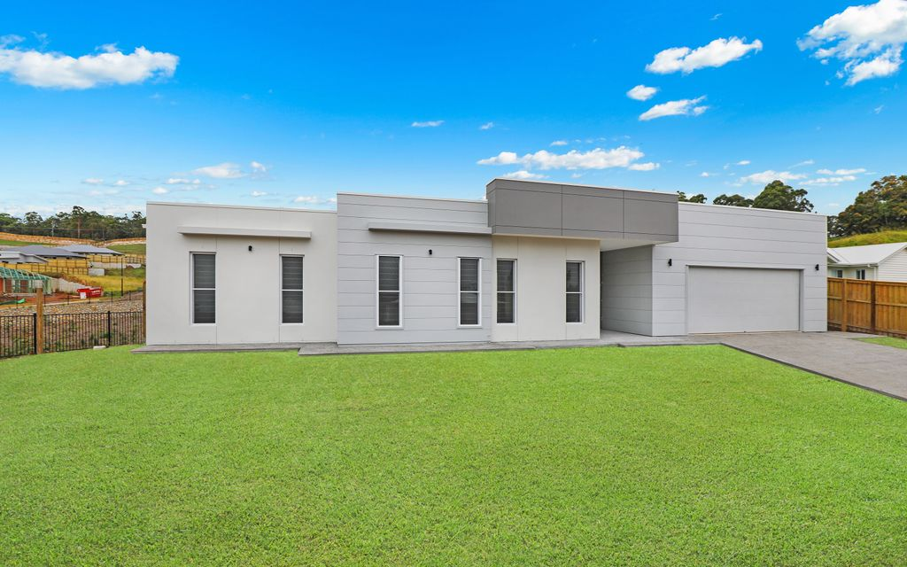 Designer residence in ideal Palmwoods locale