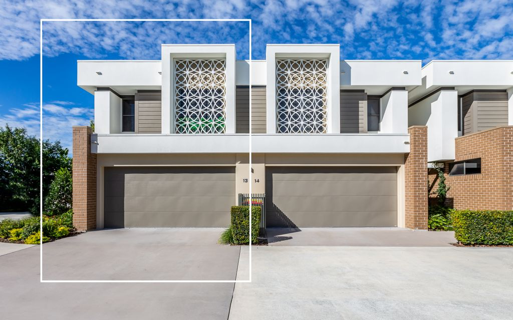 BRAND NEW TOWNHOUSE IN GATED COMPLEX WITH FANTASTIC FACILITIES INCLUDING POOL AND GYM