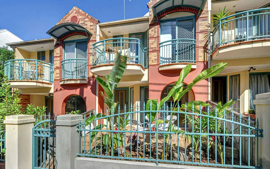 Inner city living townhouse at its best! Step into this amazing property and call it home today.