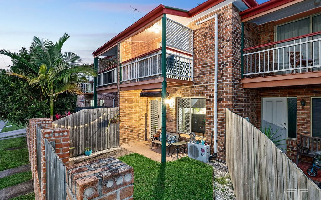 Privacy and Convenience Close to Transport, Shops and Cafes