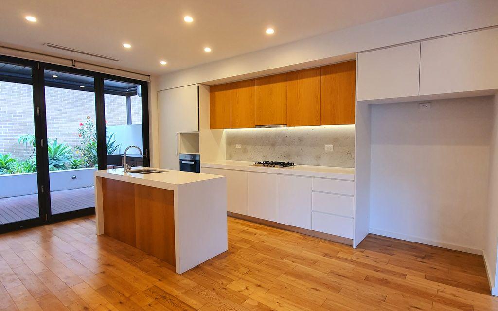LIKE NEW 3 BEDROOM LUXURY BEACH HOME -100M from Sorth Beach Resort