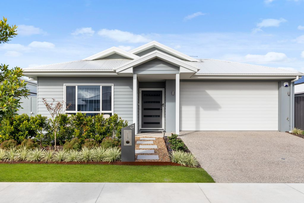 Four-bedroom family home in picturesque crescent!