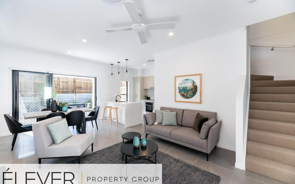NEAR NEW PRIVATE AND PEACEFUL TOWNHOUSE IN OXLEY!