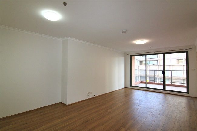 DEPOSIT TAKEN | New paint and floorboard 3 bedroom apartment, close to station