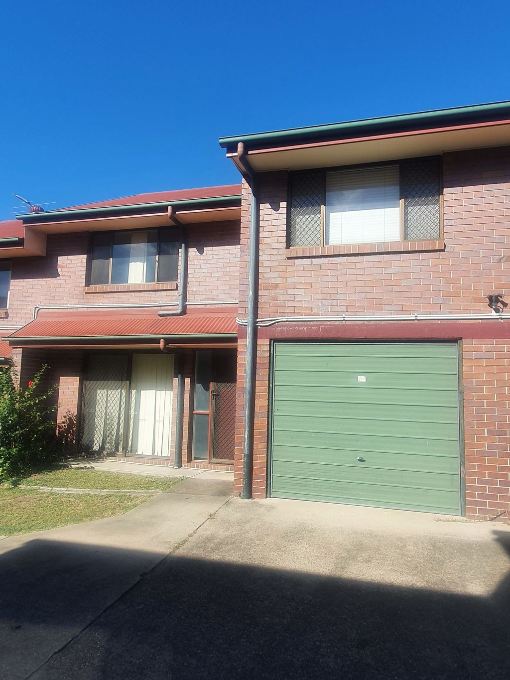 GATED COMPLEX – WALK TO SHOPS – CLOSE TO EVERYTHING