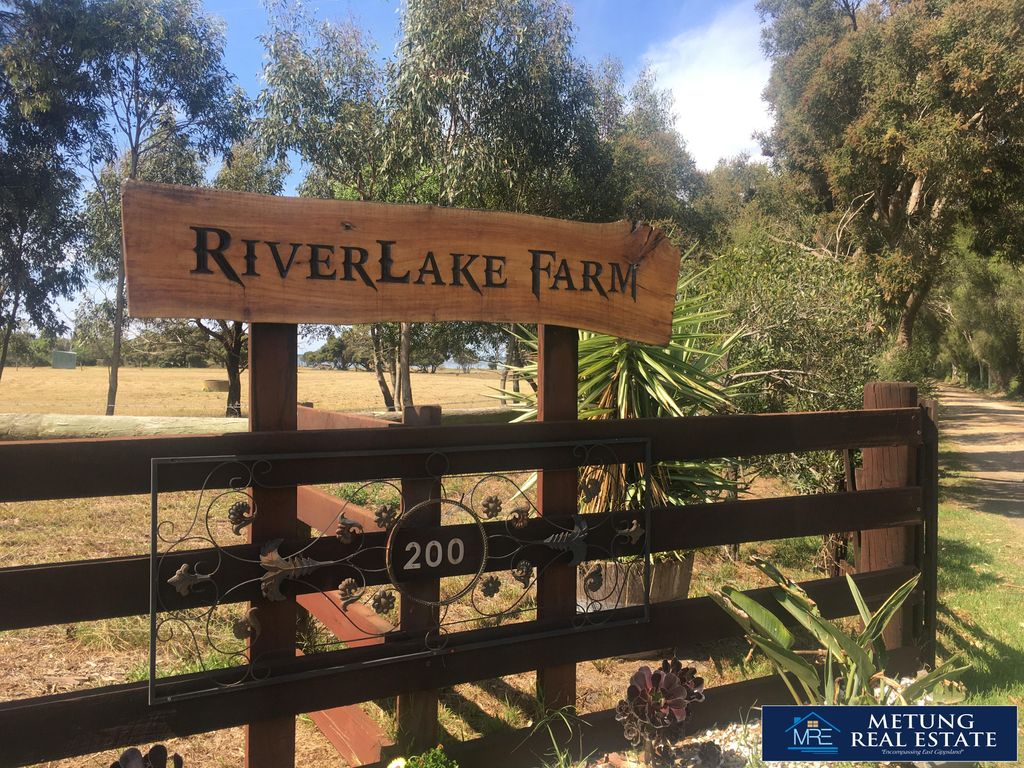 """RIVERLAKE FARM"""