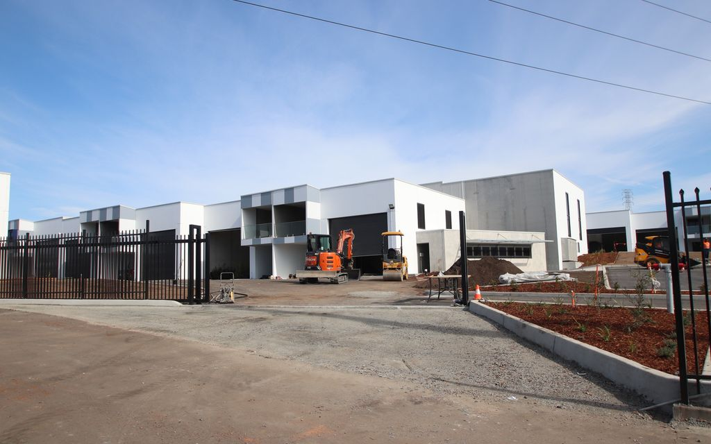 Brand New Concrete Panel Warehouse with Mezzanine Office in A class Business Park