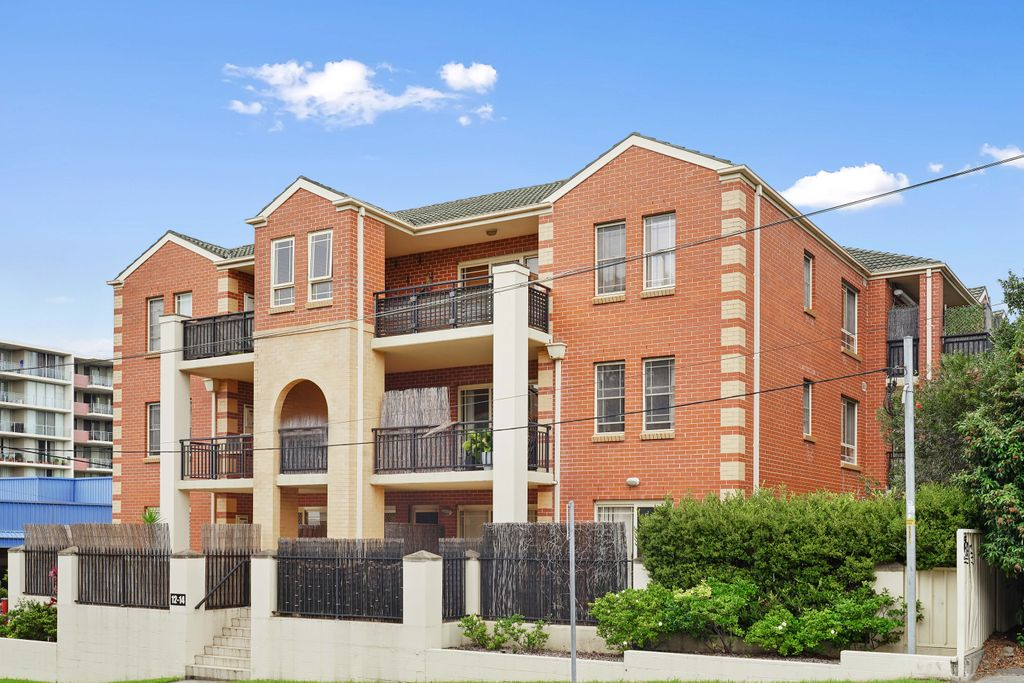 Top Floor CBD Apartment, Moments From the Heart of Wollongong!