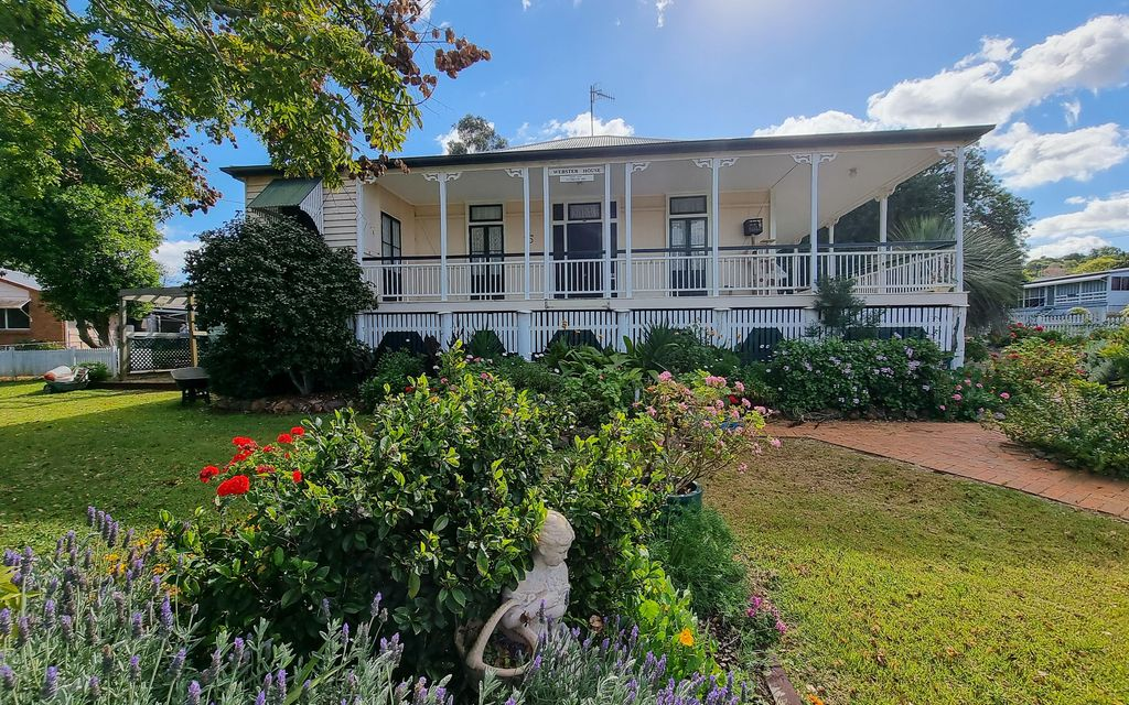MAGNIFICENT CHARACTER HOME ON 1,816M2 BLOCK