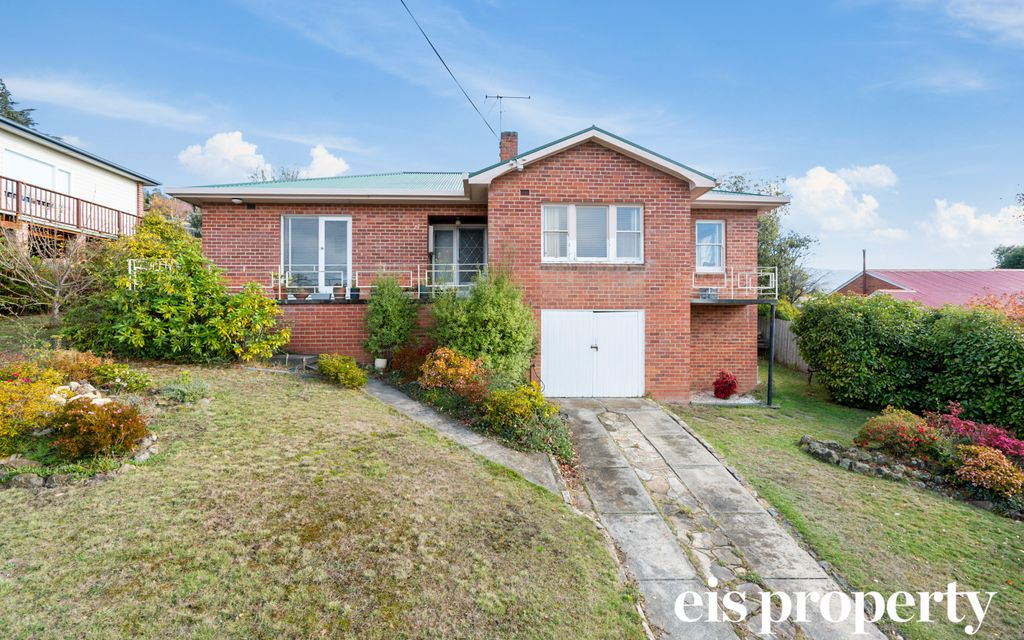 Sunny Three Bedroom Home With Water Views