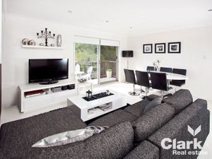 STYLISH & MODERN 1 BEDROOM UNIT – CENTRAL CLAYFIELD LOCATION