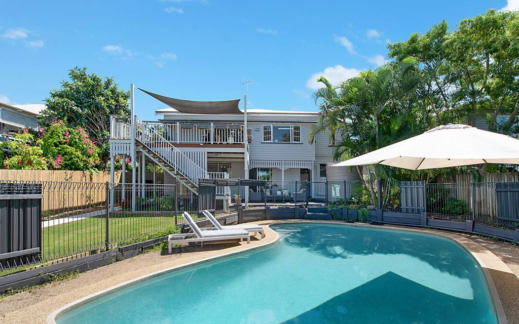 PET FRIENDLY – GORGEOUS FAMILY HOME WITH POOL!