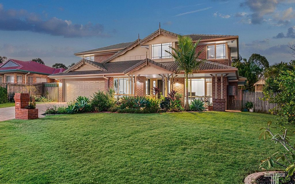 Classic Family Home in Exclusive Carindale Pocket