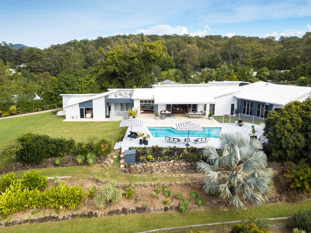 Stunning luxury home on one of the best acreage sites in Tallebudgera!