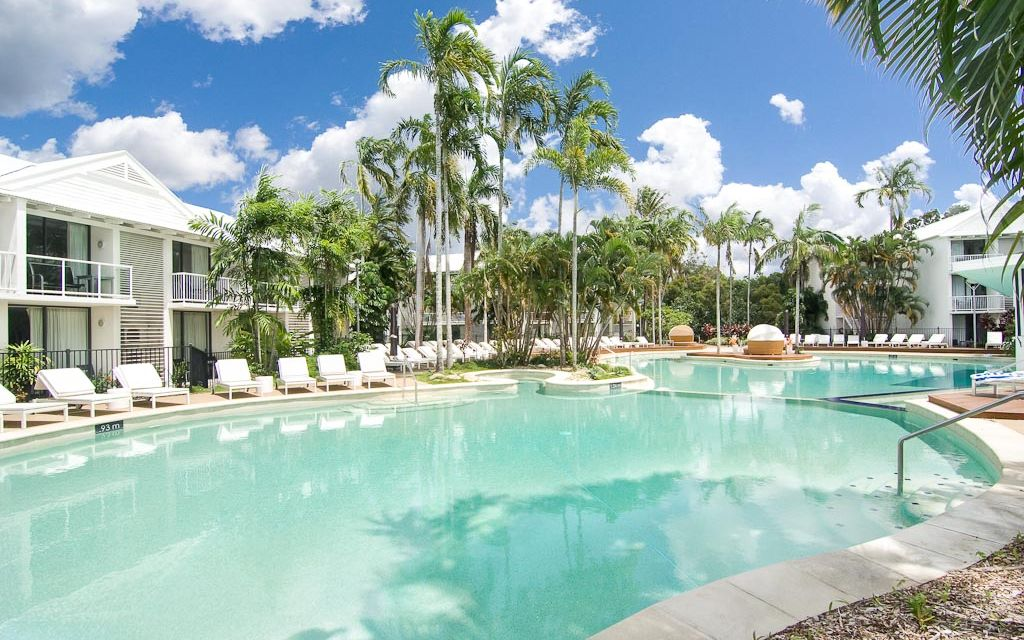 OFFERING CONVENIENCE & TROPICAL RESORT-STYLE LIVING