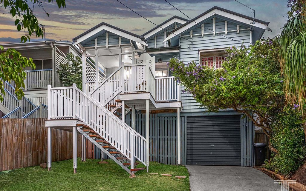 Charming Character Home Metres from Norman Park State School