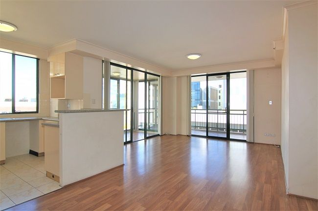 Freshly painted 2 bedroom apartment with floorboard