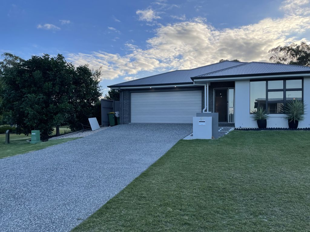 AS NEW lowset brick in Thornlands      Available 1/7/21     To view-email trish@redlandsrealty.com.au