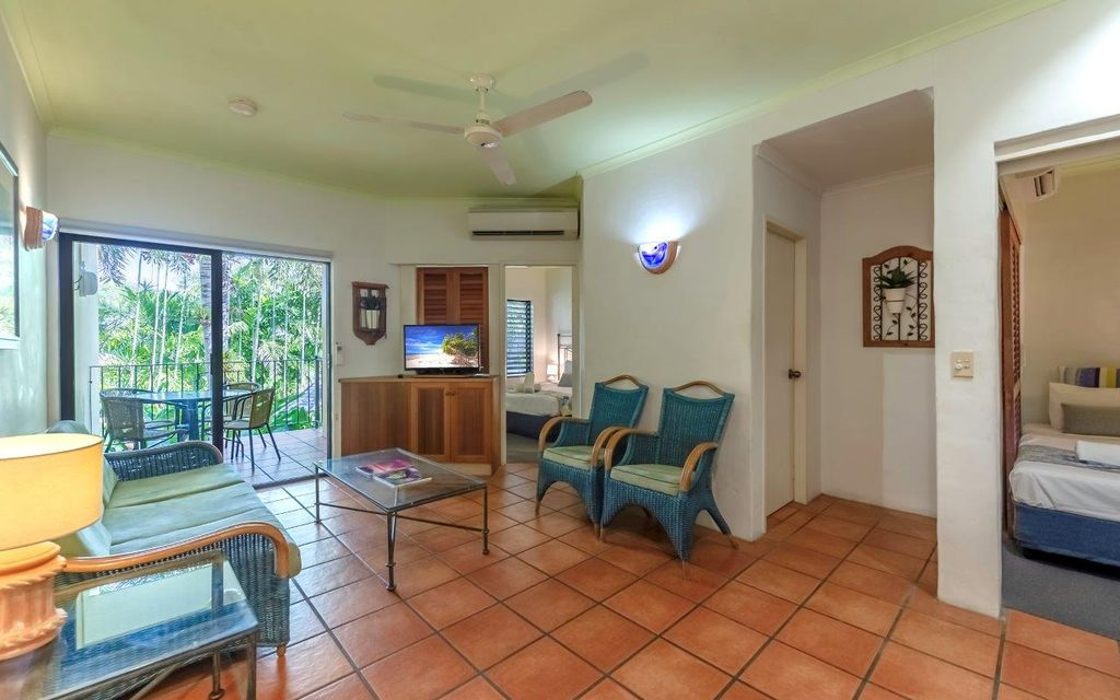 AWESOME POTENTIAL AND UNBEATABLE LOCATION!