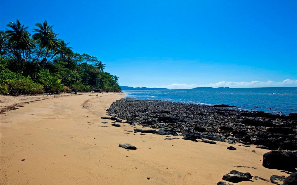 LARGE RARE 8500-SQM BEACHSIDE LAND OPPORTUNITY