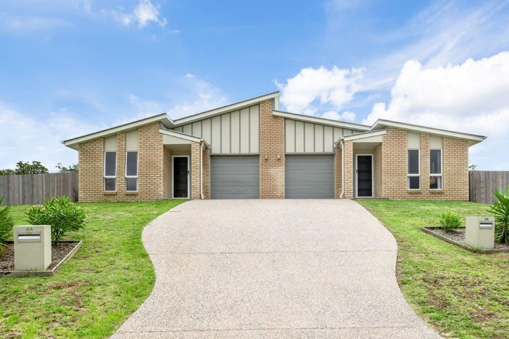 Stylish and Spacious Duplex Investment Opportunity!