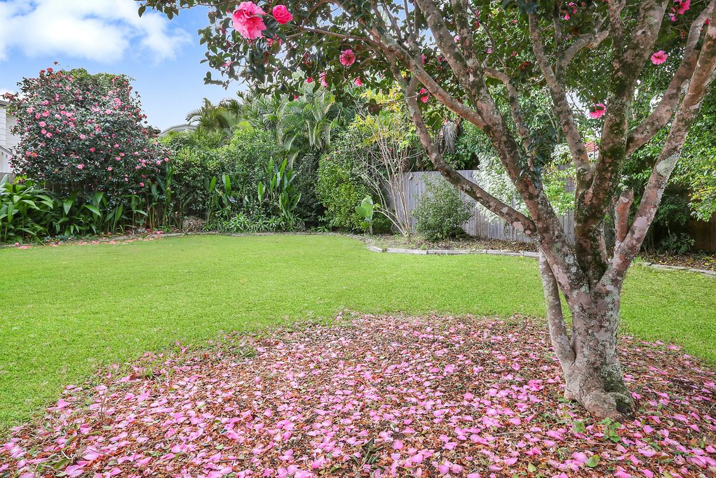 Stylish low set home on top of Buderim