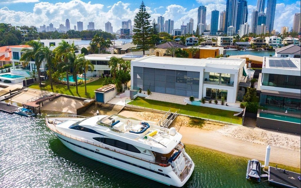 ARCHITECTURALLY BRILLIANT – ONE OFF DESIGN IN EXCLUSIVE RIVER INLET