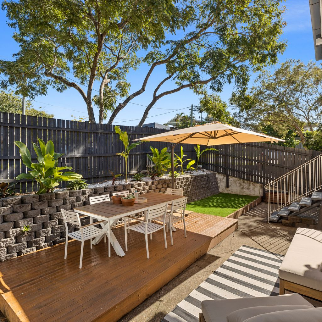 CHIC, CONVENIENT… AND THAT COURTYARD