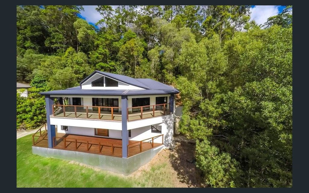 Magnificent Family Home Overlooking Rainforest!
