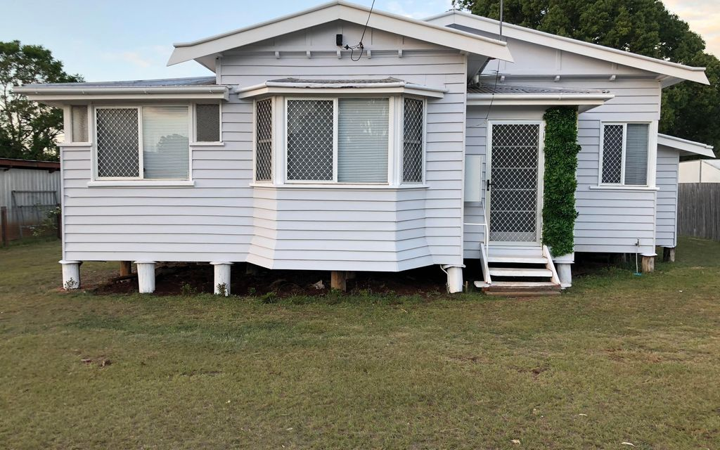 Near newly renovated 2 bedroom home Close to schools, transport & Shops