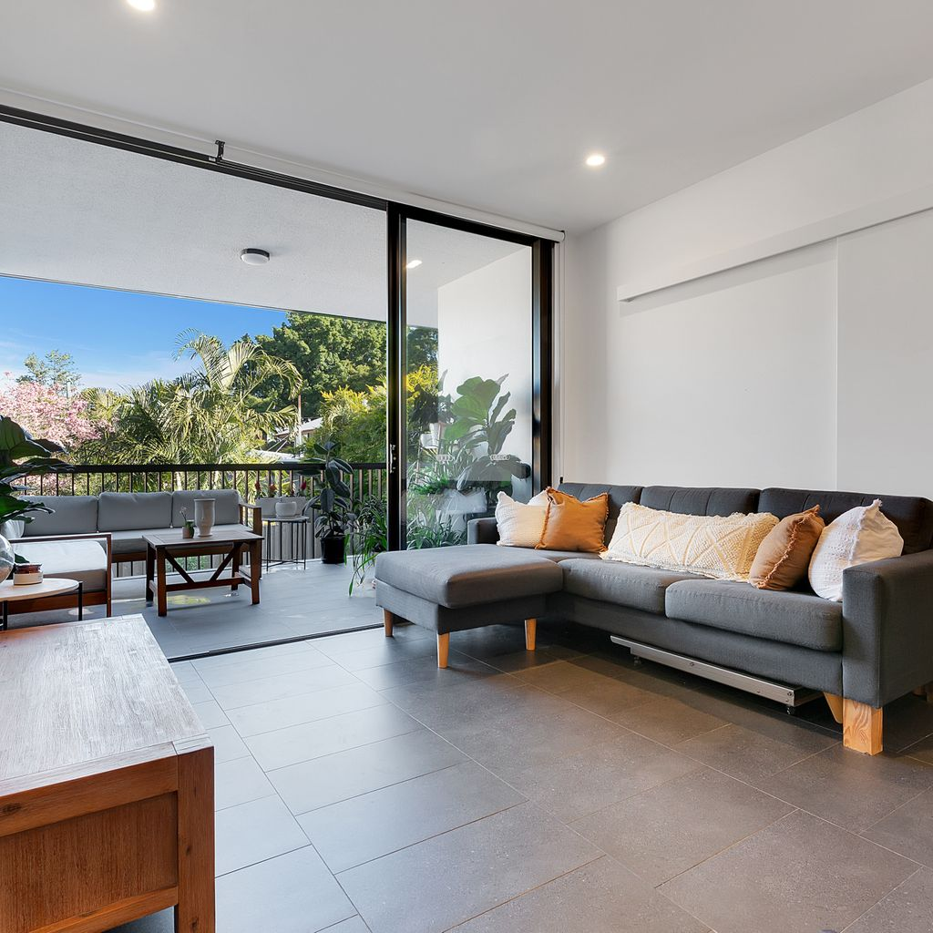 Exceptional, low cost, low maintenance modern unit calling your name