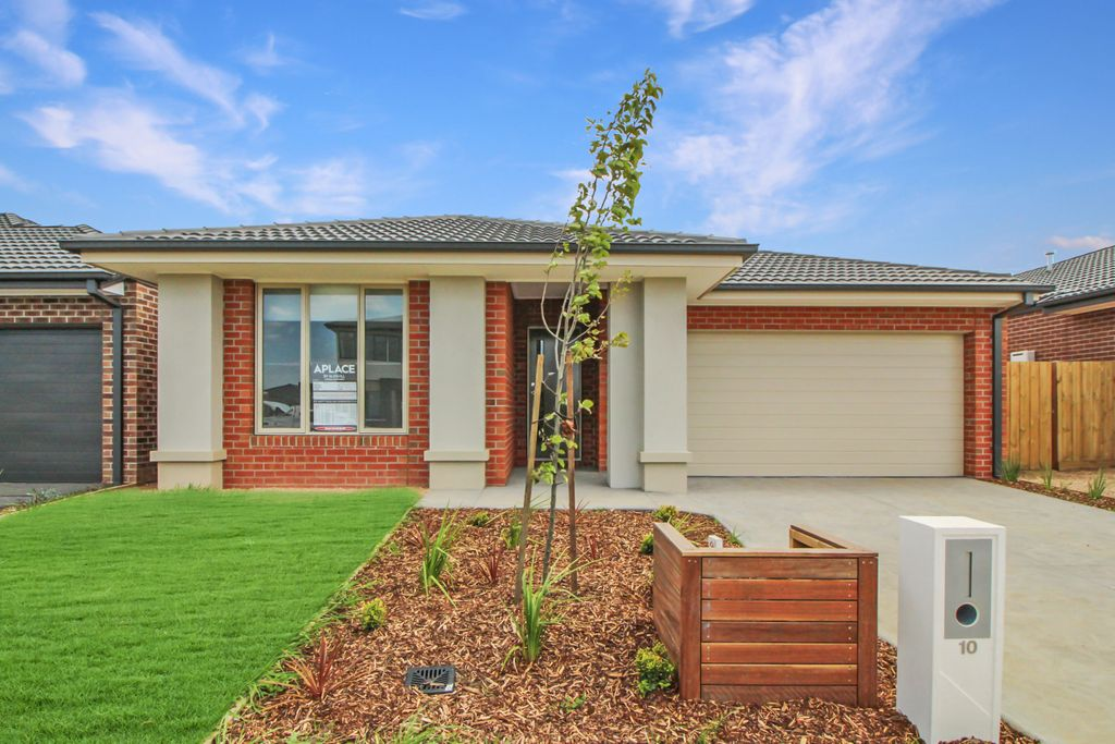IMMACULATE 4 BEDROOM HOME!