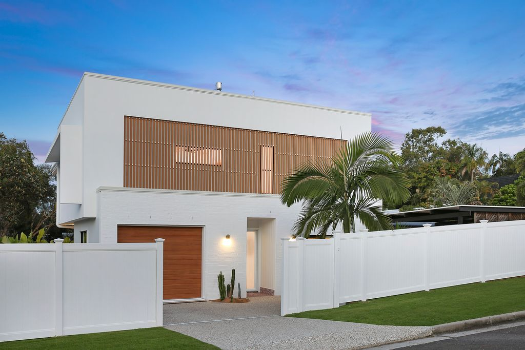 Mount Coolum meets Palm Springs at luxury beachside home