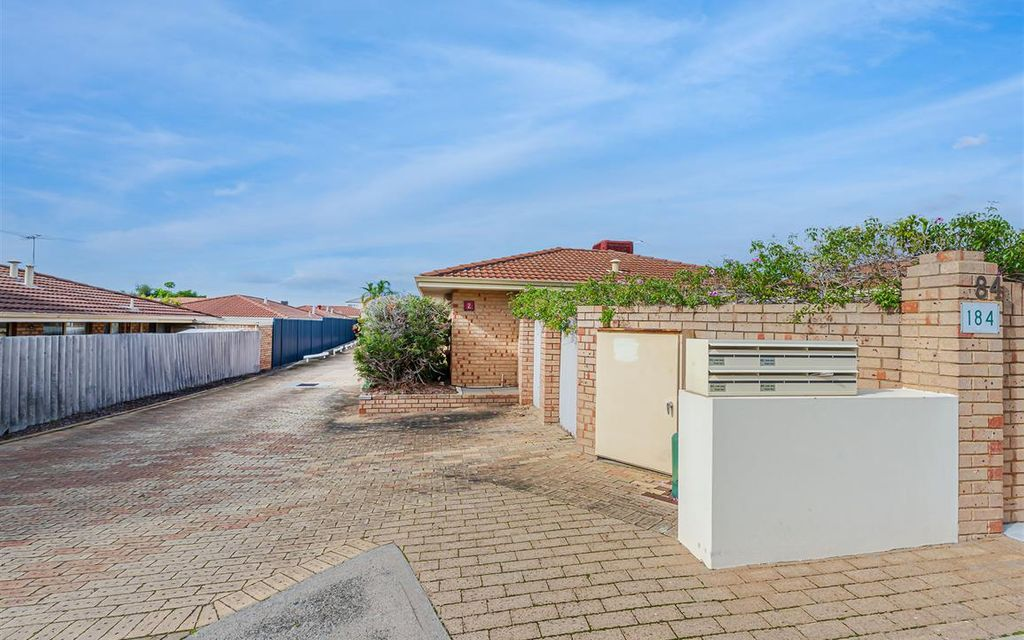 Lovely 3 bedroom 1 bathroom Villa Available Now!