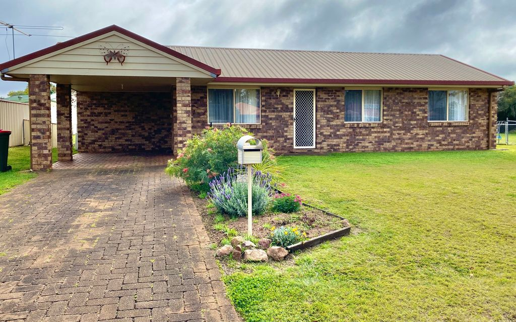 LOVELY BRICK HOME WITH A/C IN QUIET STREET