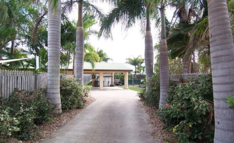 THE LIFESTYLE YOU'VE BEEN LOOKING FOR IS RIGHT HERE HIDDEN BEHIND A PRIVATE DRIVEWAY !