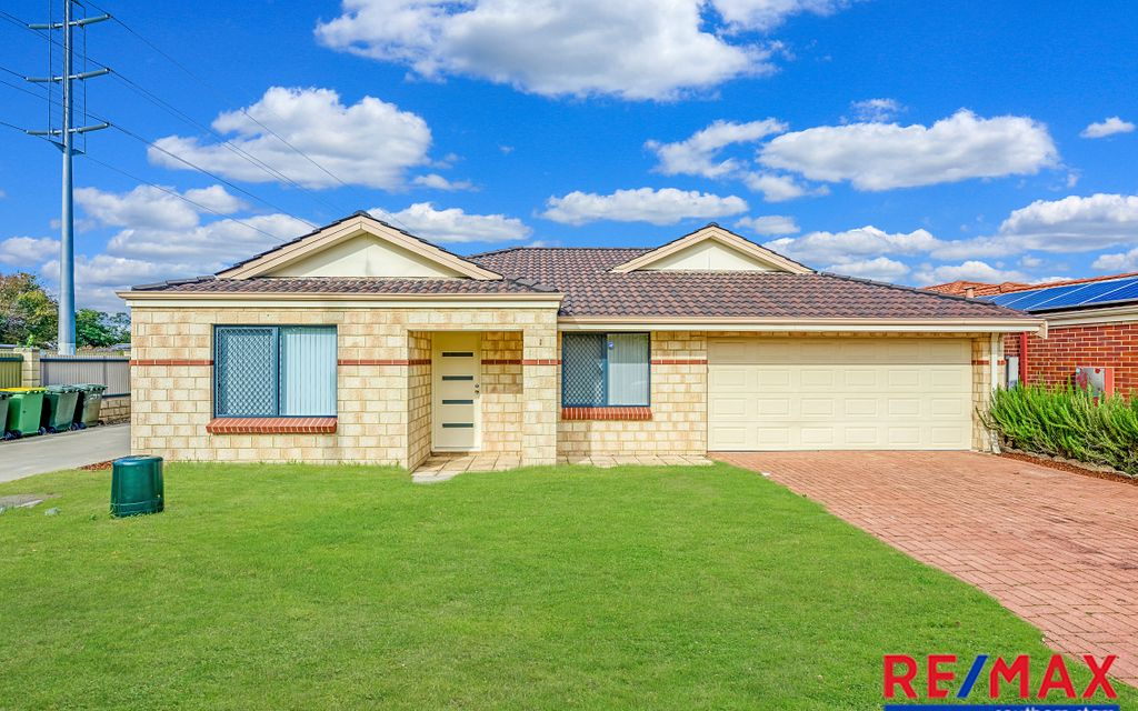 Street Front Home in Cannington's Top Location