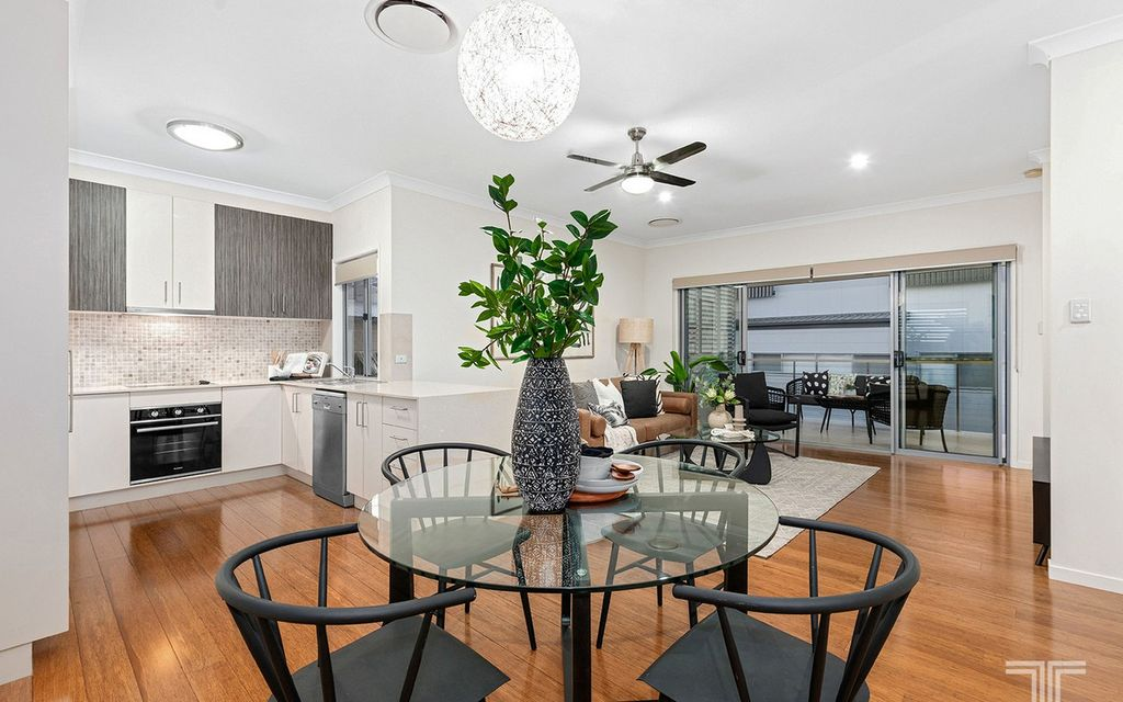 Stylish Townhouse 3 Minutes from Westfield Carindale