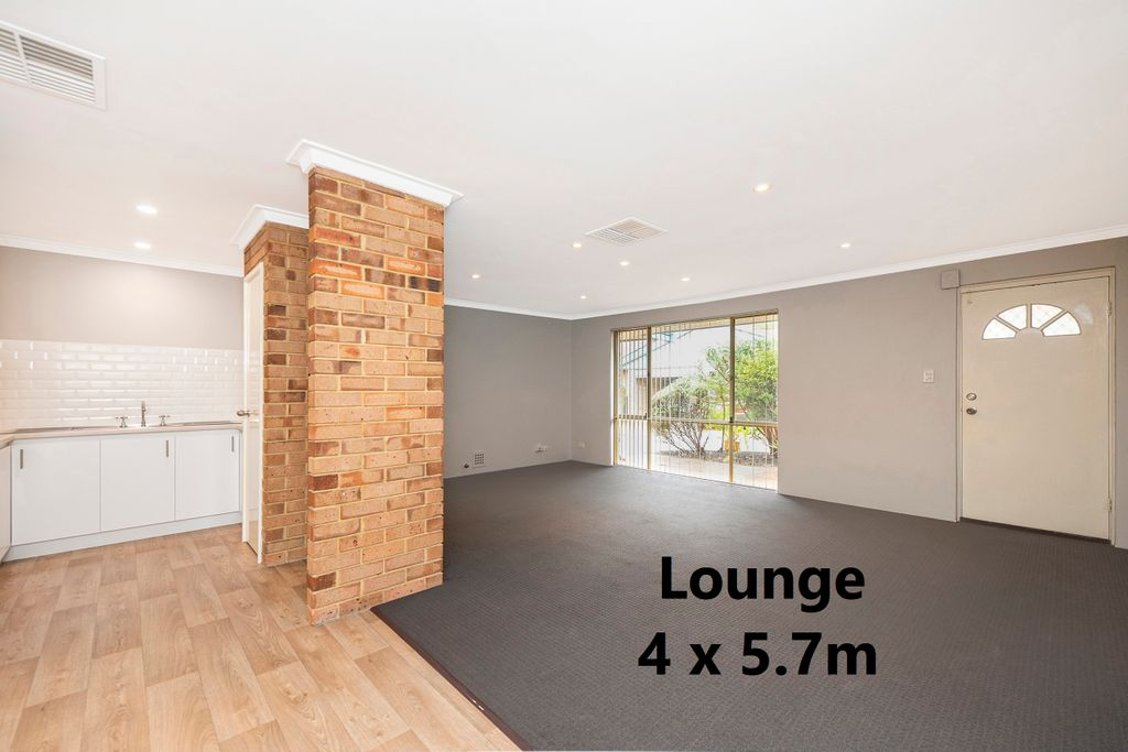 HOUSE SIZE LIVING AREA, IMMACULATELY PRESENTED AND SO CONVENIENT!