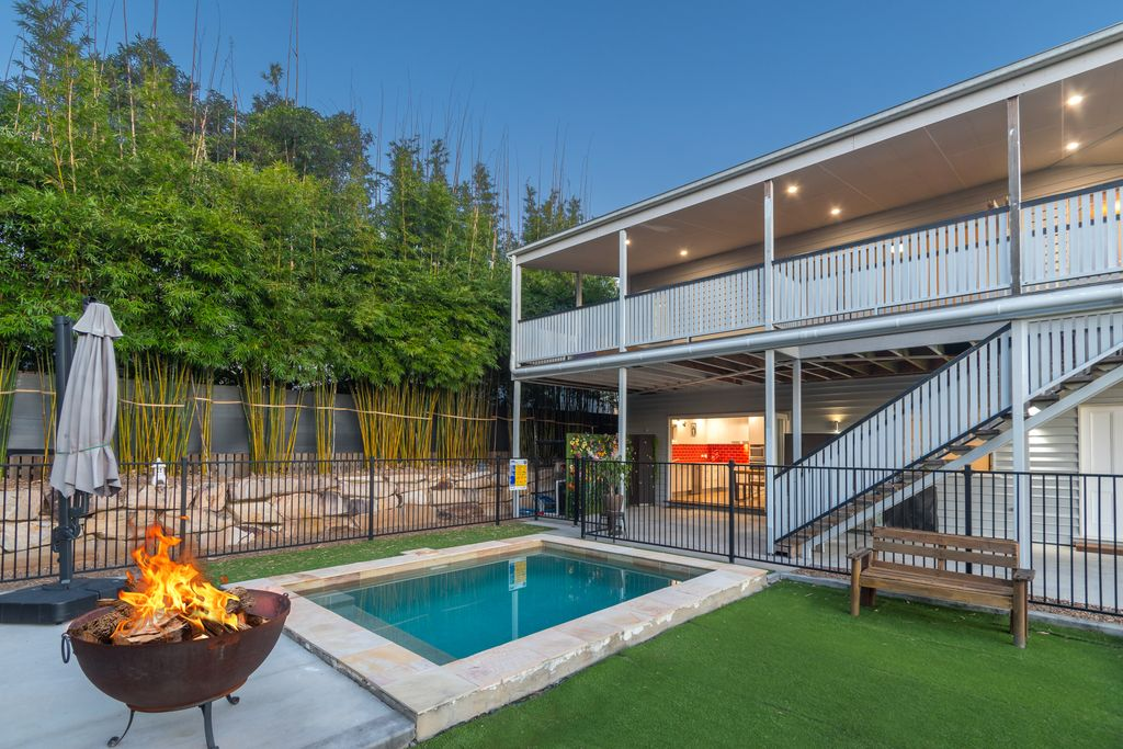 Classic Meets Contemporary – Room For All The Family On 819m2